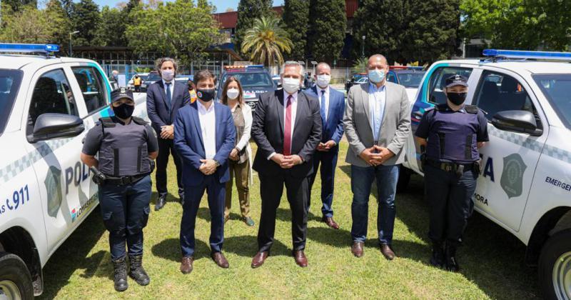 Alberto entregó móviles policiales para la Bonaerense en Lomas