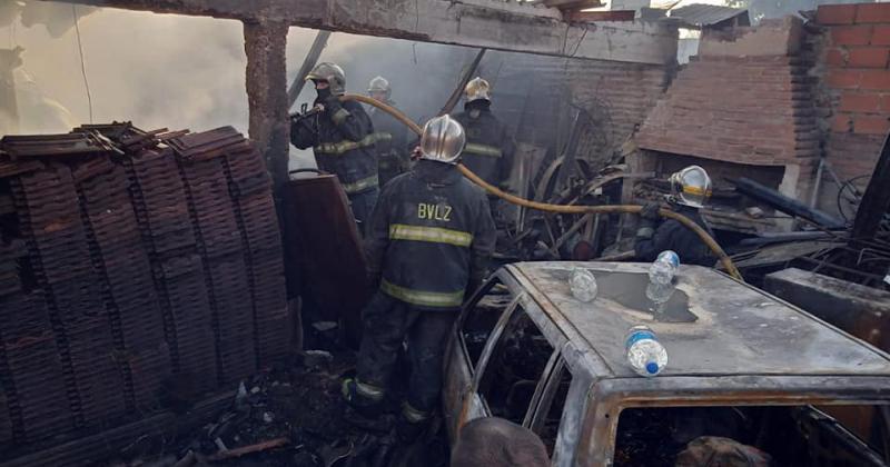Tardaron cuatro horas en apagar el incendio