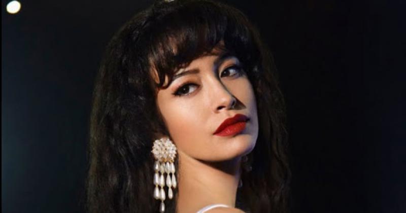 Christian Serratos en la piel de Selena