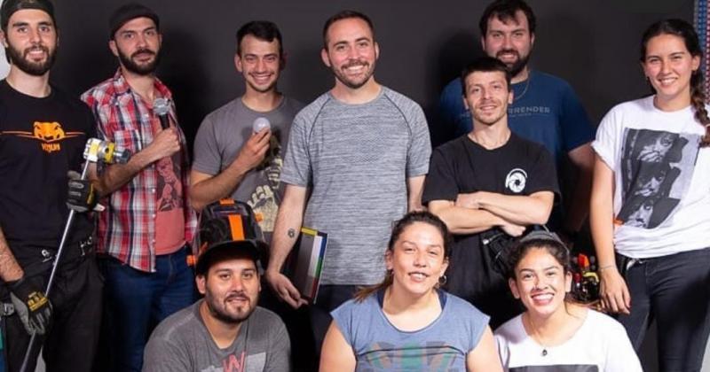 Bruno y el grupo de trabajo felices por la ayuda recibida