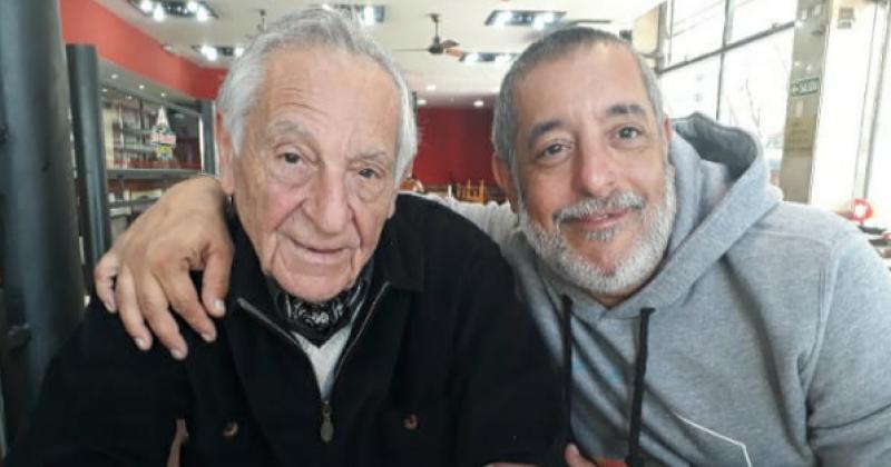 Con su hijo Juan Marcelo heredero del taller