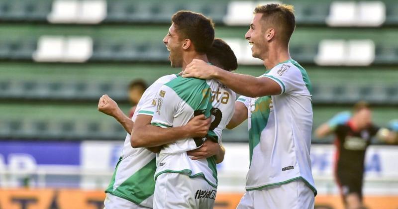 Álvarez festeja su gol luego de una r?pida jugada