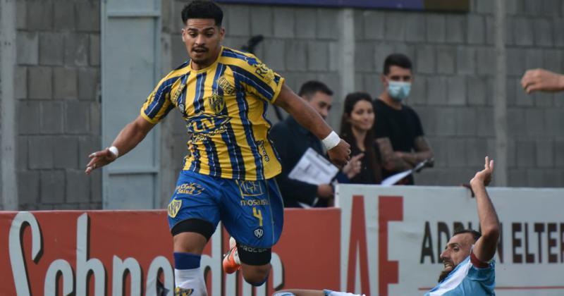 Flores jugó 16 partidos y anotó tres goles