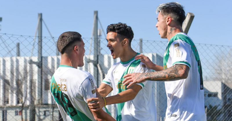 El festejo del Taladro tras el gol de Echeverría sobre la hora