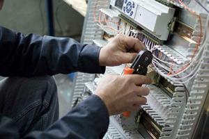 Ofertas de Trabajo  NECESITO OFICIAL ELECTRICISTA